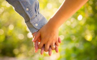 Ätherische Öle, auf die Frauen in glücklichen Beziehungen setzen